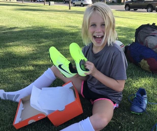 Chọn giày đá bóng cho trẻ em